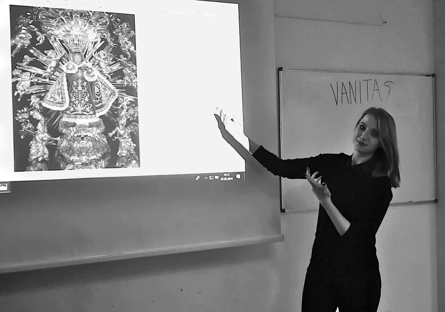 Zuzanna-Woszczerowicz-podczas-swojej-prelekcji-na-temat-swoich-badań-nad-Jezulatkiem